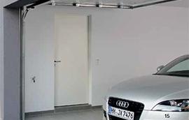 Puerta lateral de paso para garaje