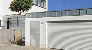 Puertas peatonales laterales de garaje