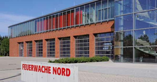 Estilo arquitectonico moderno de puertas seccionales