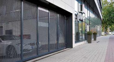 Puertas para parkings de comercios para empresas