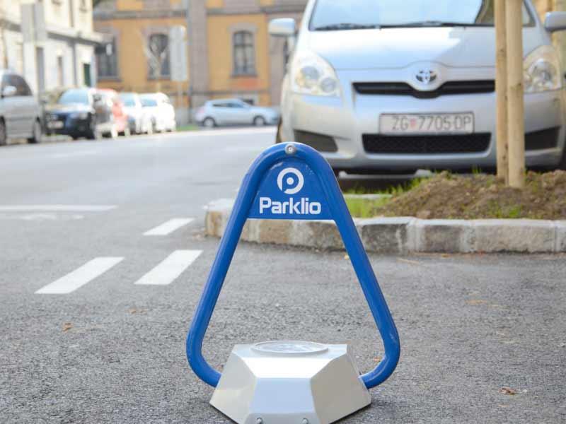 Parklio, La Barrera De Estacionamiento Que Protege Tu Plaza De Parking